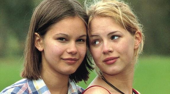 Rebecca Lijeberg (Agnès) et Alexandra Dahlström (Elin),