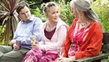 Oliver Maltman (Joe), Lesley Manville (Marie) et Ruth Sheen (Jerry)