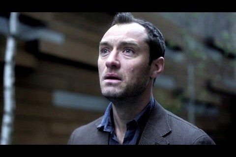 Jude Law (Doc Banks, psychiatre)