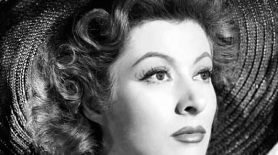 Greer Garson (Paula Rigdeway)